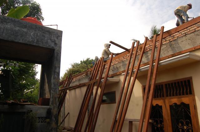 Foto: Jasa Pasang Keramik, Pintu, Jendela, Dll Cepat Murah