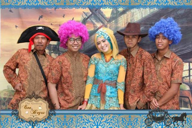 Foto: Photobooth Surabaya Murah | Foto Booth | Photo Booth Wedding Eva&