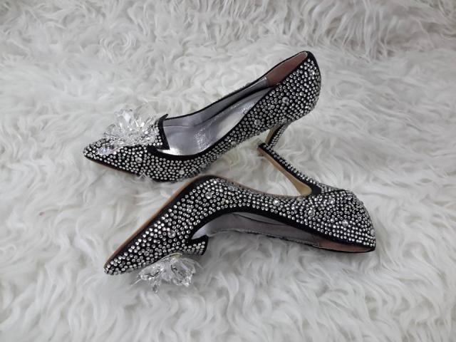 Foto: Sepatu Pesta Cinderella Import