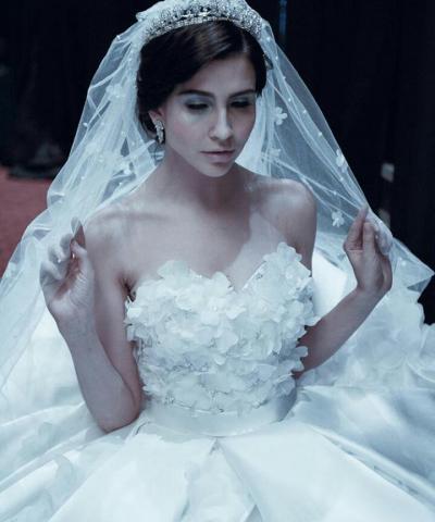 Foto: Gaun Pengantin Elegan Ivory Bridal