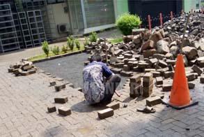 Foto: Tukang Renovasi Paving Block Amblas Di Jakarta