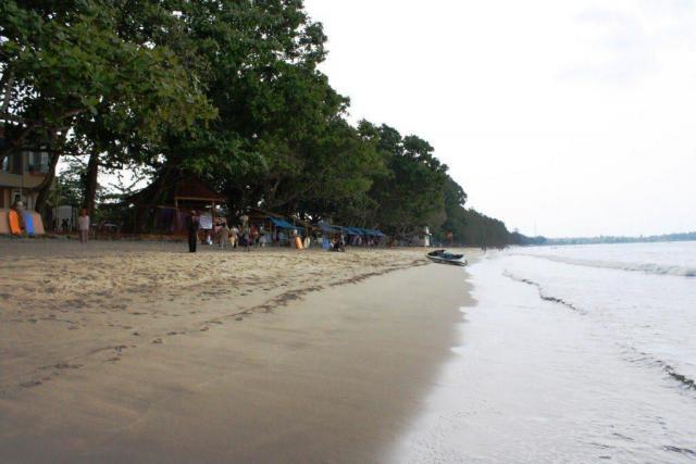 Foto: Penginapan Pinggir Pantai Carita